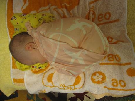 風呂敷で赤ちゃん包み